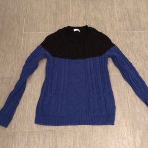 XS sweater with front pockets great with leggings
